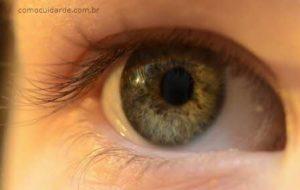 Olhos verdes, como cuidar de lentes de contato