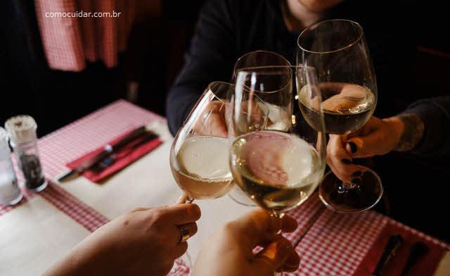 Como cuidar de copos de vidro e cristal para vinhos